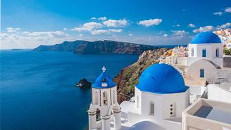 A Complete Guide to the Greek Island of Santorini